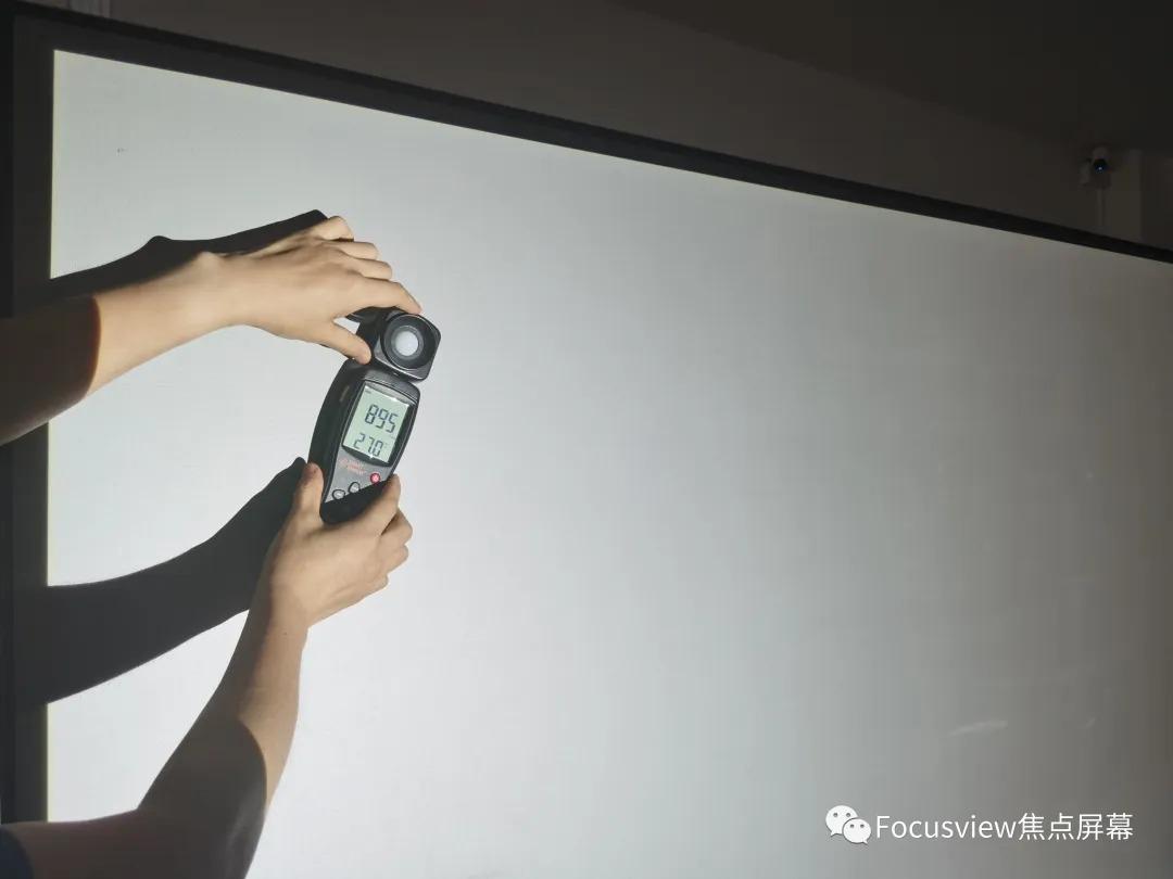 怎样测试投影机的实际输出亮度?